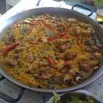Paella mixta con caracoles
