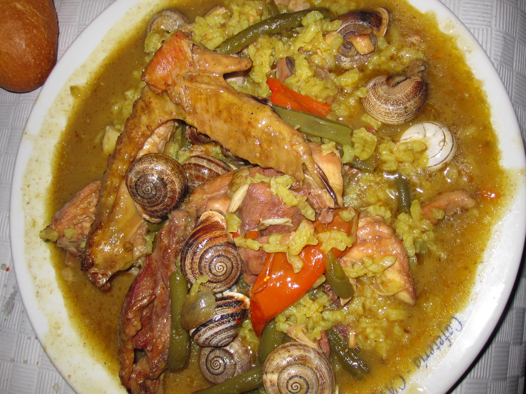 Arroz caldoso con pollo de corral y caracoles