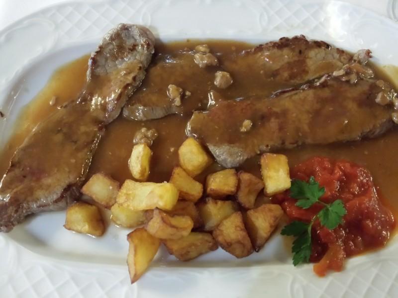 Bistec con salsa de nueces